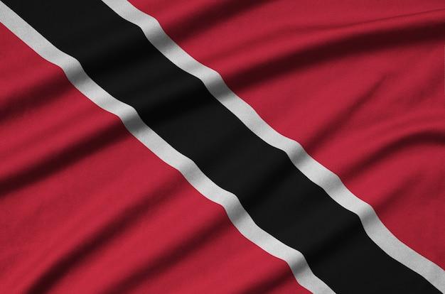 Drapeau de trinité-et-tobago avec beaucoup de plis.