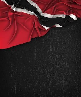 Drapeau de trinité et tobago vintage sur un tableau noir grunge avec un espace pour le texte