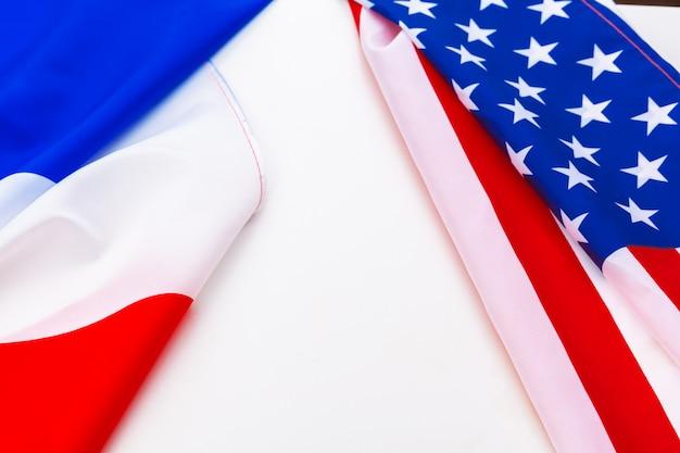 Drapeau usa et fond drapeau russie