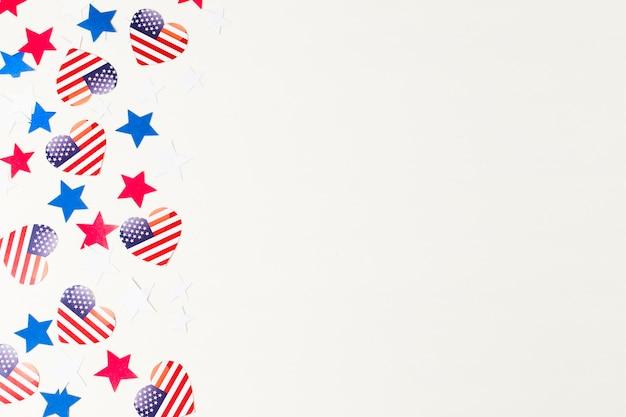 Drapeaux des états-unis en forme de cœur et étoiles isolés sur fond blanc