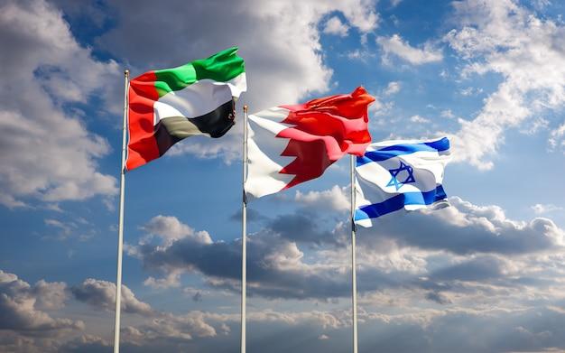 Drapeaux d'israël, des émirats arabes unis et de bahreïn ensemble contre le fond de ciel