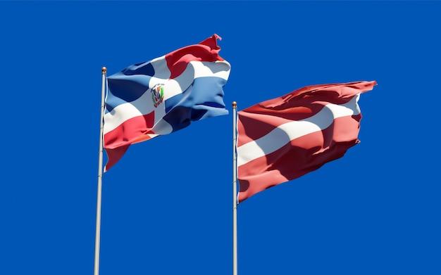 Drapeaux de la lettonie et de la république dominicaine.