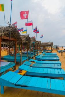 Drapeaux de tous les pays du monde sur la plage