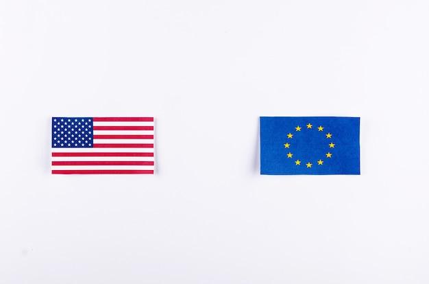 Drapeaux de l'ue et des états-unis. union européenne et symboles américains