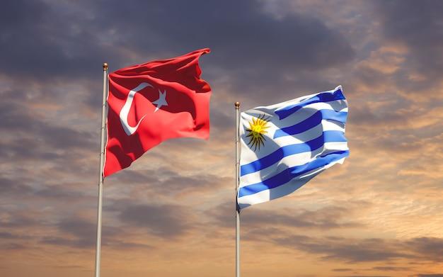 Drapeaux de l'uruguay et de la turquie sur fond de ciel