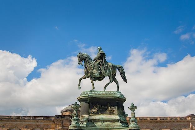 Dresden - statue équestre du roi jean