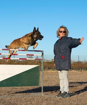 Dressage de chien policier