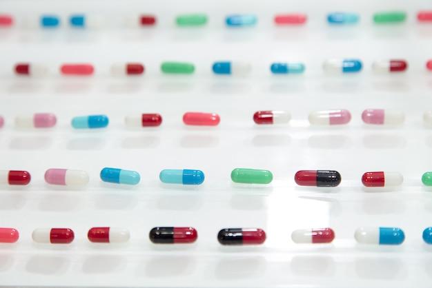 Drogue, médicament, pharmaceutique, pharmacie, pilule capsule ronde, médecine