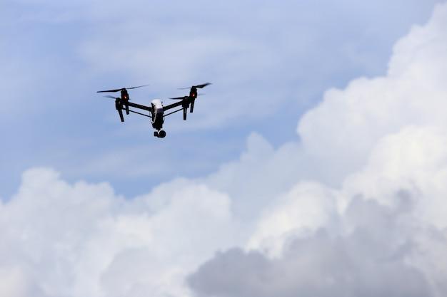 Drone dans les airs
