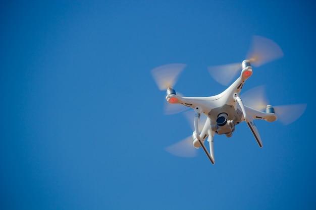 Drone dans le ciel