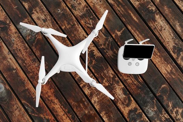 Drone quadcopter sur l'ancienne surface en bois