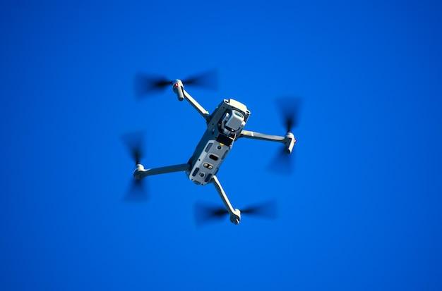 Drone quadricoptère avec appareil photo numérique
