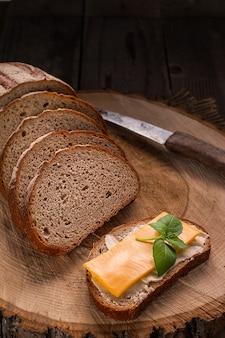Du beurre et du pain pour le petit déjeuner.