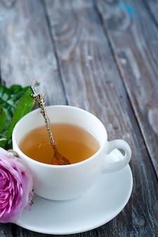 Du thé dans le style shabby chic