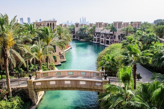 Dubaï, émirats arabes unis - 05 avril: al qasr resort signifie `` le palais '' reproduit l'architecture royale traditionnelle