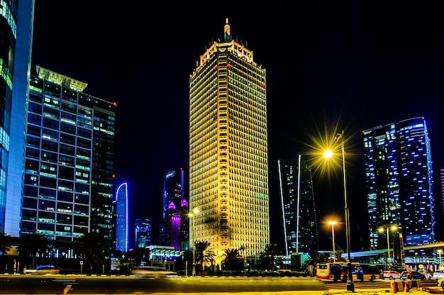 Dubaï, émirats arabes unis - 07 octobre: le bâtiment du world trade center de dubaï 07 octobre 2016 à dubaï, émirats arabes unis, au moyen-orient