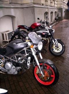 Ducati sous la pluie
