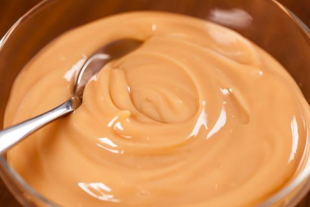 Dulce de leche, (doce de leite) un bonbon fait à partir de lait, fabriqué au brésil et en argentine.