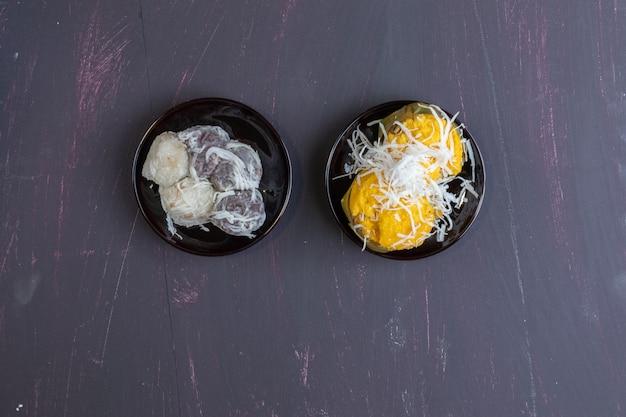 Dumpling à la noix de coco avec saveur de pandanus et gâteau au palmier toddy