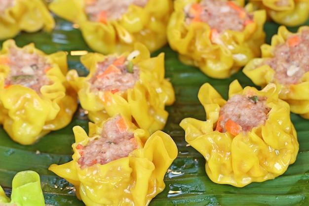 Dumplings cuits à la vapeur au street food