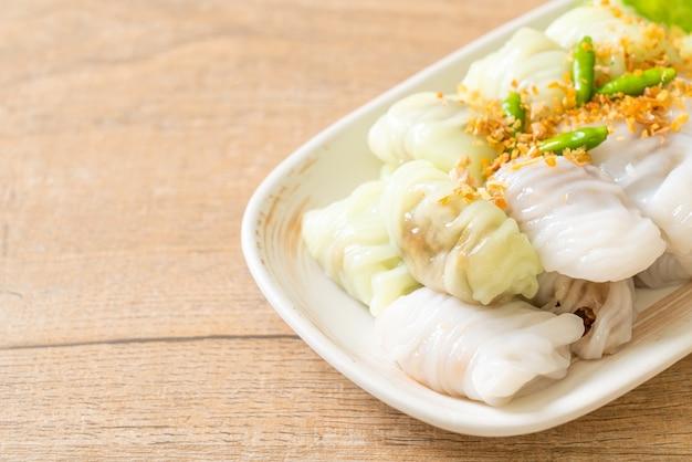 Dumplings à la peau de riz cuits à la vapeur