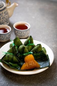 Dumplings de riz gluant zongzi ou chinois traditionnel
