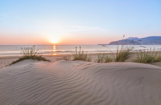 Dunes au lever du soleil