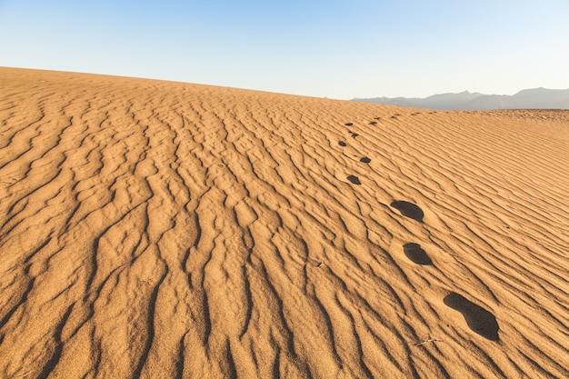 Dunes de sable de mesquite flat dans le désert de la vallée de la mort - californie