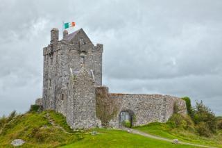 Dunguaire castle hdr monument