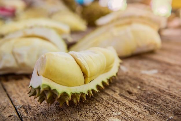 Durian frais à la ferme, fruit thai king