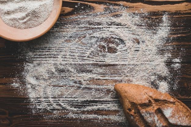 Dusted table avec de la farine