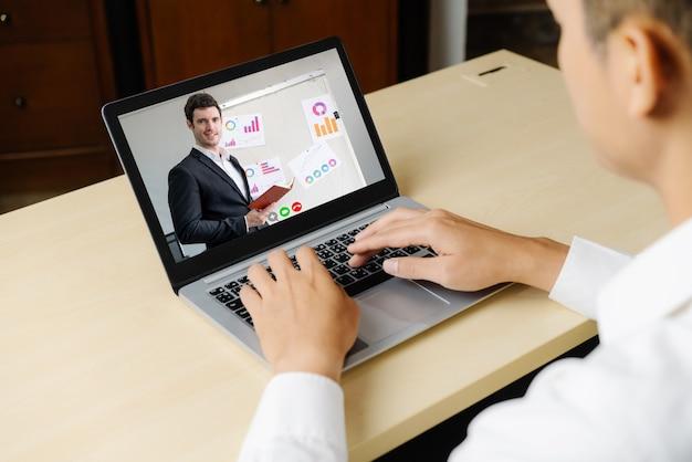 E-learning et concept de réunion de présentation d'entreprise en ligne.