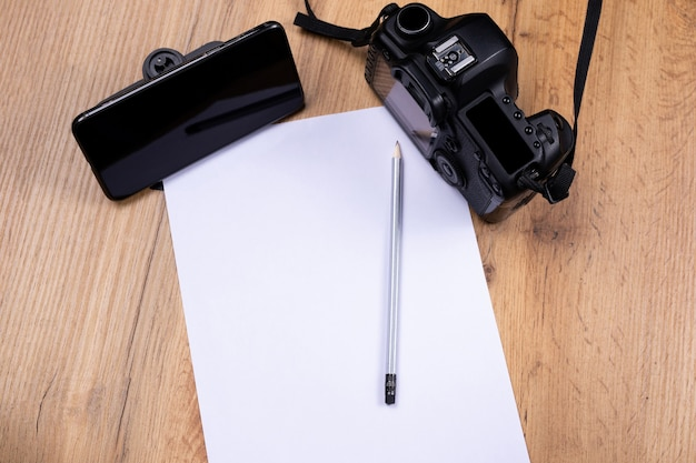 E-learning en photographie. étudier l'appareil photo vintage, cours en ligne. feuille d'espace vide blanche et ultime