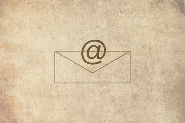 E-mail sur papier ancien
