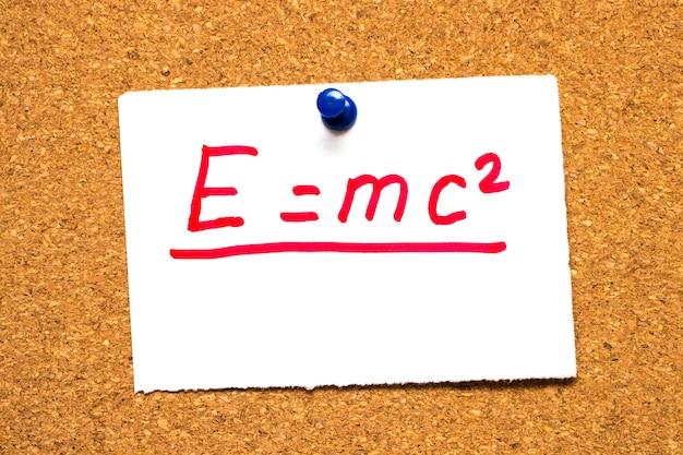 E=mc2 équivalence masse-énergie.formule d'einstein