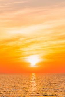 L'eau coucher de soleil filtre bleu beauté