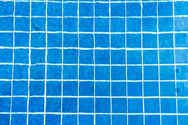 Eau déchirée dans la piscine