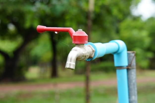 L'eau du robinet dans le parc est pour se laver les mains