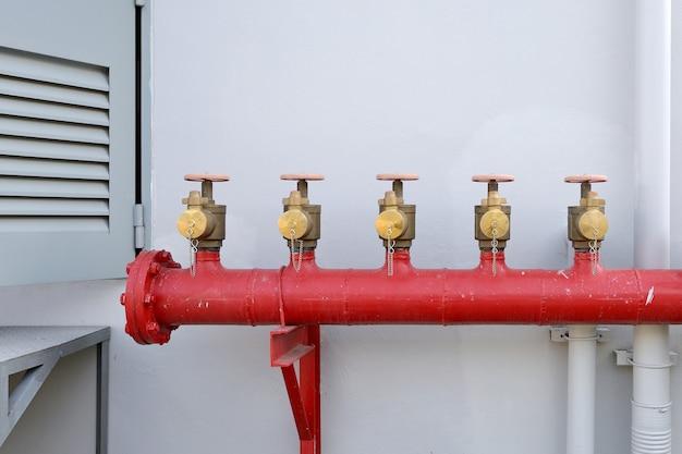 L'eau du tuyau et de l'électricité