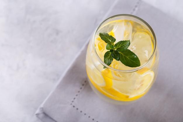 Eau infusée au citron