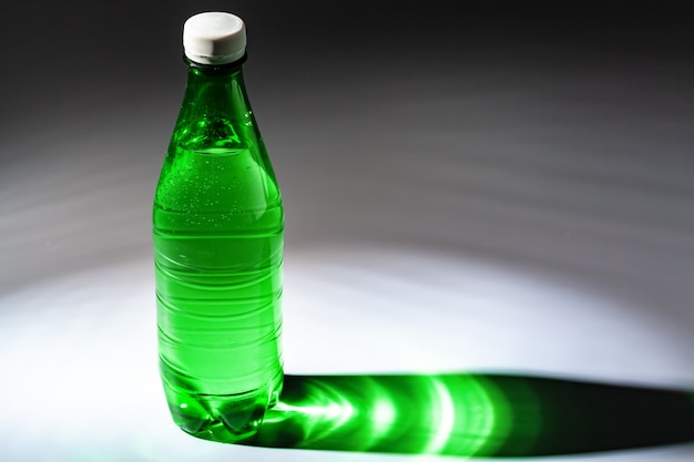 Eau minérale purifiée en bouteille