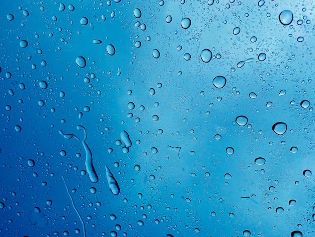 Eau sur miroir, jour de pluie, fond abstrait