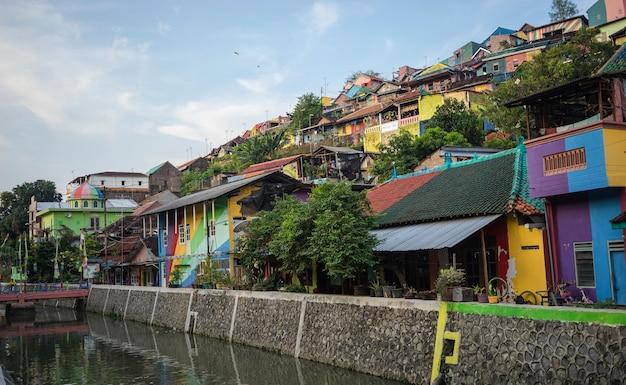 L'eau propre dans la rivière à rainbow village, semarang indonésie