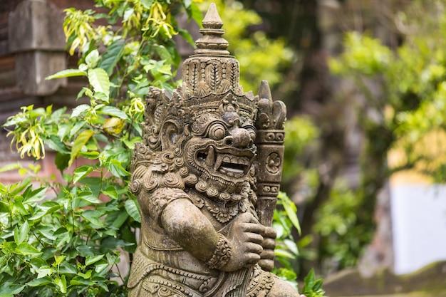 L'eau de source bénite dans le temple pura tirtha empul intampak, l'un des temples les plus importants de bali, indonésie