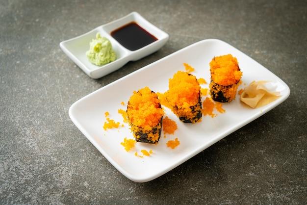 Ebiko sushi ou shrimps egg sushi - style de cuisine japonaise