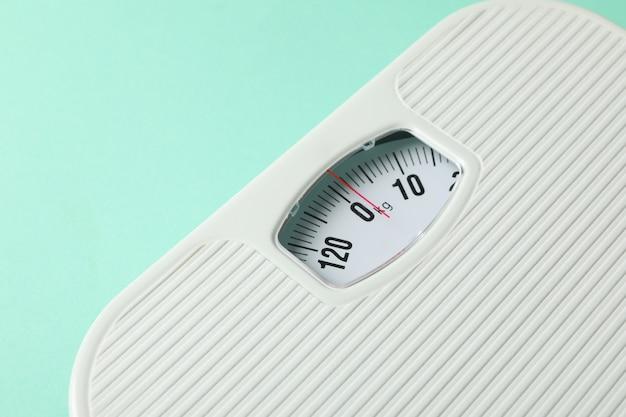 Écailles blanches. concept de perte de poids