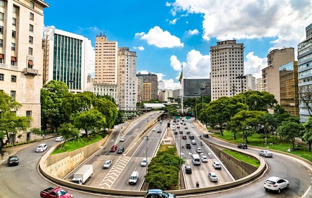 Échange de trafic dans le centre-ville de sao paulo au brésil