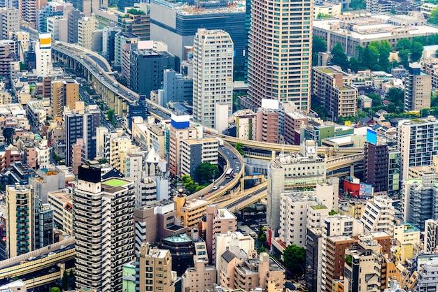 Échangeur routier surélevé dans le centre-ville de tokyo - japon