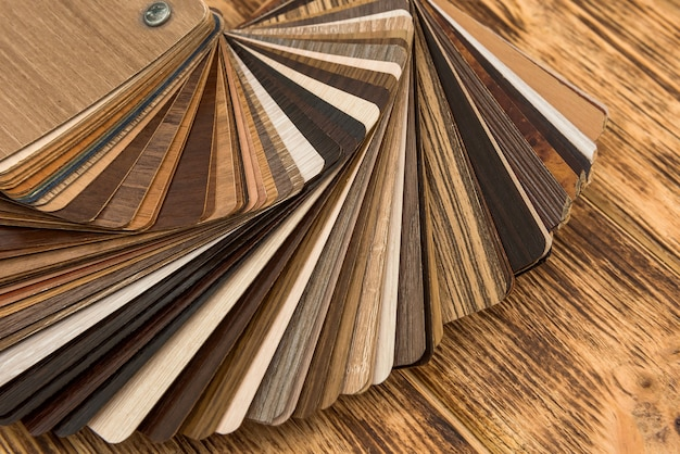Échantillon de panneaux de particules stratifiés en bois pour la conception de meubles