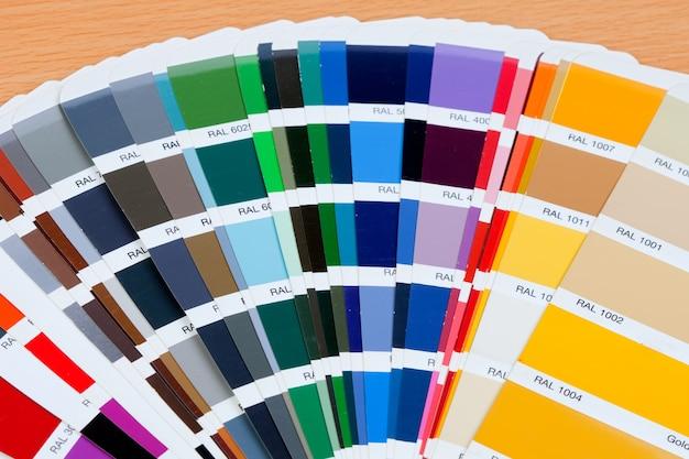 Échantillonner une large gamme de couleurs sur la surface du bois